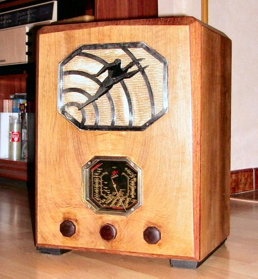 Radio LL 3696